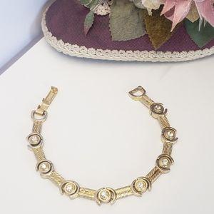 Jewelry - Unique Vintage Gold tone & Crystal Stone Bracelet